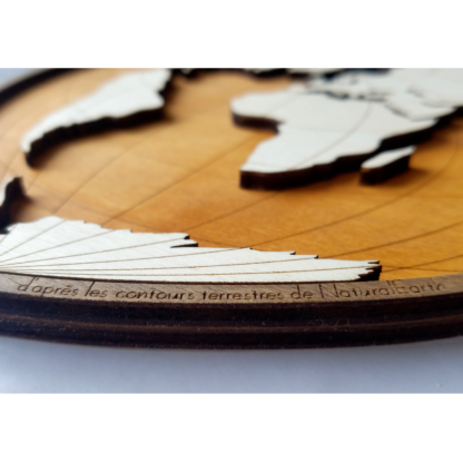 carte du monde en bois NaturalEarth