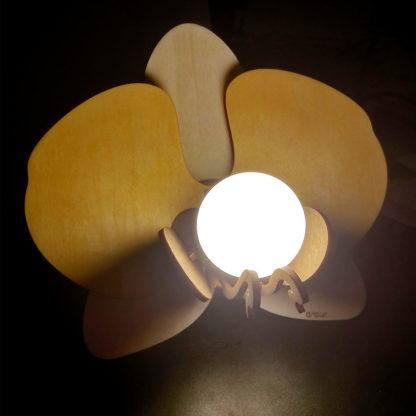 Lampe en bois fleur