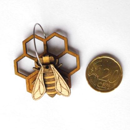 boucle oreille abeille en bois