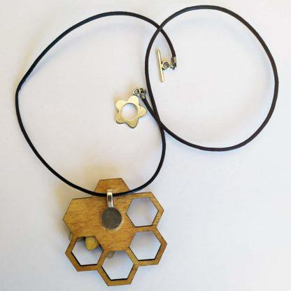pendentif abeille, vue de dos