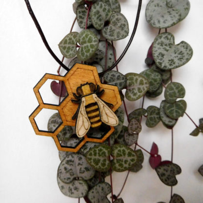 pendentif abeille en bois