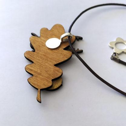 pendentif feuille de chêne lucane, vue de dos