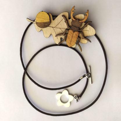 collier feuille de chêne et lucane