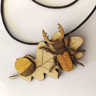 pendentif en bois lucane cerf-volant