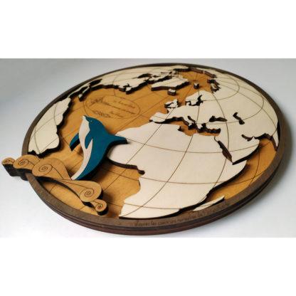 Dauphin en bois peint à la main